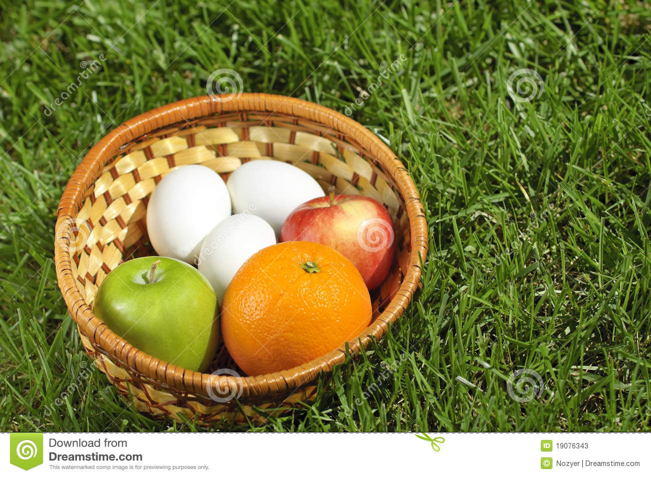 wicker-basket-fruits-eggs-grass-19076343